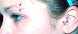 piercing σε μάτι και αυτί